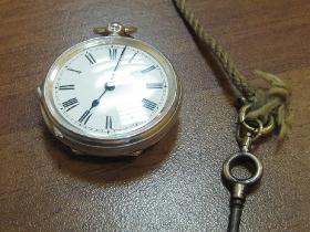 Ремонт механизма часов - старинные английские часы тысяча восьмисотых годов