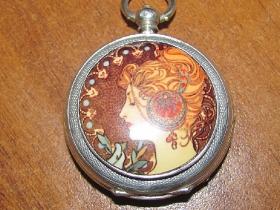 Ремонт механизма часов - старинные английские часы тысяча восьмисотых годов.